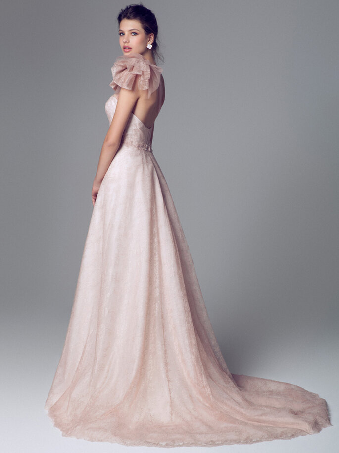 Vestido de novia rosa pálido de Blumarine 2014. Vista posterior. Foto: www.blumarine.com