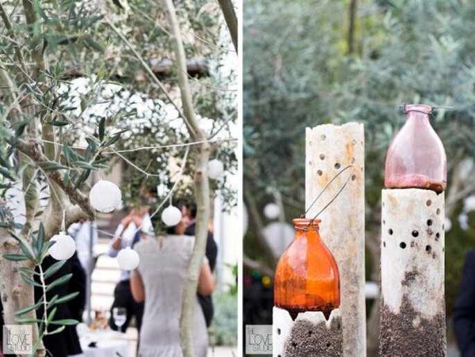 Lámparas de estilo oriental y piezas recogidas por la novia. Foto de The Love Studio