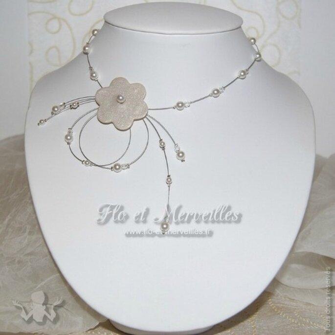 Le collier Saturne ira à la perfection avec votre robe de mariée... - Photo : Flo et Merveilles