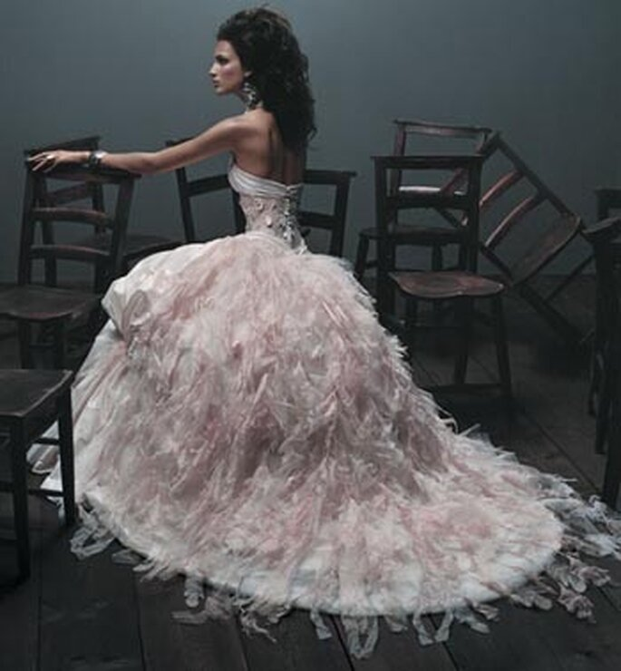 Robe de mariée à plumes