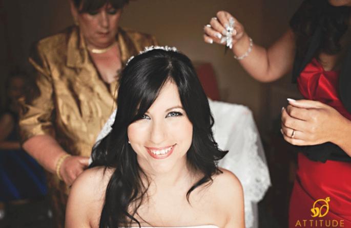 Brautfrisuren mit offenen Haaren: mit Schleier, Accessoires, Haarreifen,etc. zu tragen. Foto: Fran attitudefotografia.com