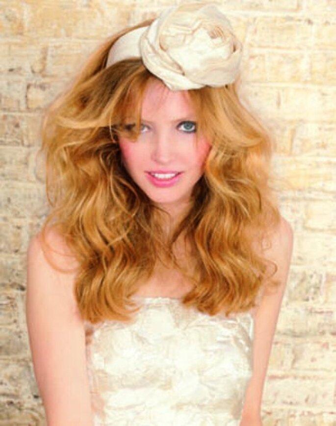 On joue le romantisme avec un headband - Source : Camille Albane