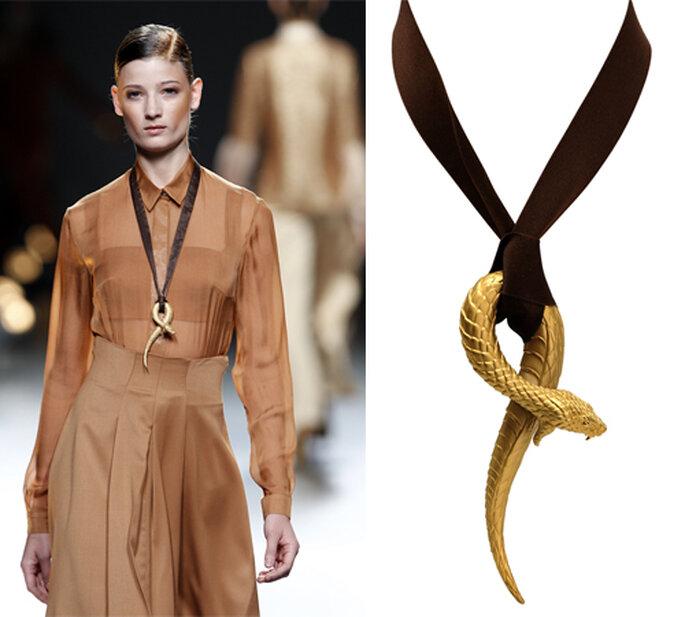 Collar con dije en forma de serpiente de oro de Carrera y Carrera - Foto: image.net
