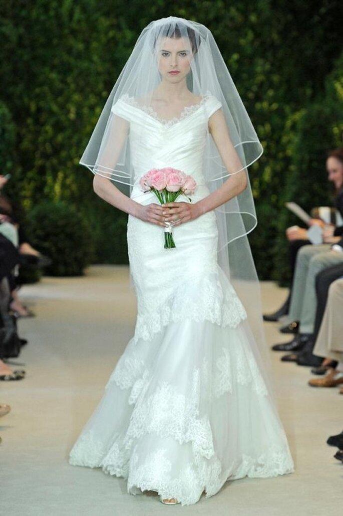 Vestido de novia corte sirena con escote extendido estilo marco - Foto Carolina Herrera