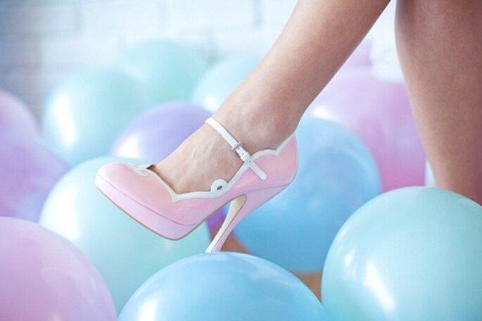 La scarpa per la sposa colorata. Foto: melody gibbs via stylemepretty.com