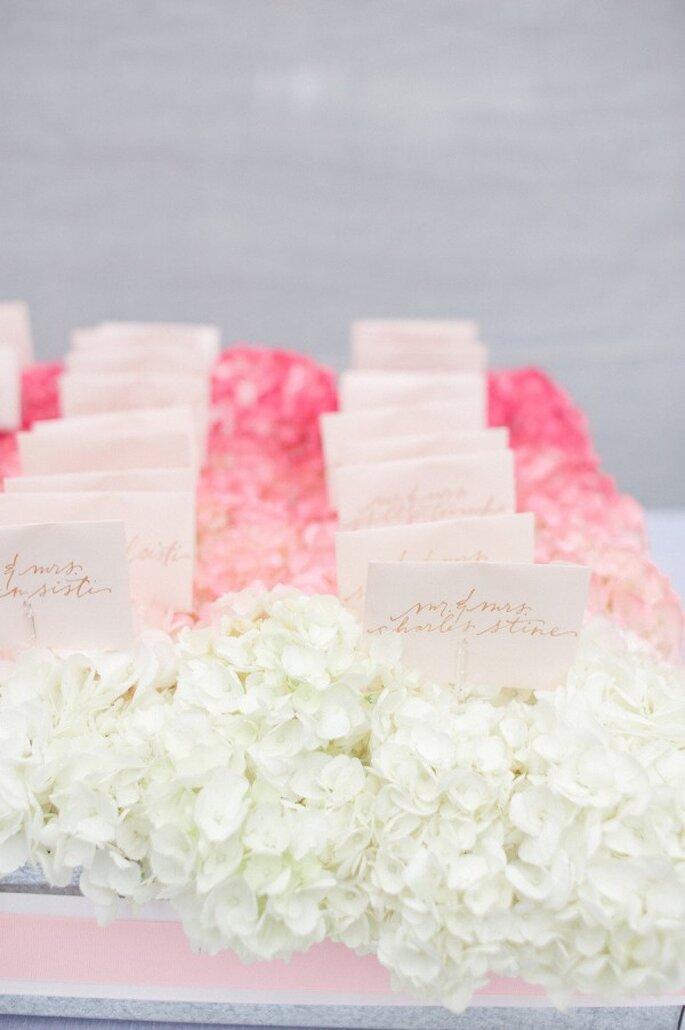 Los mejores acentos de color rosa para decorar tu boda - Foto Leila Brewster Photography