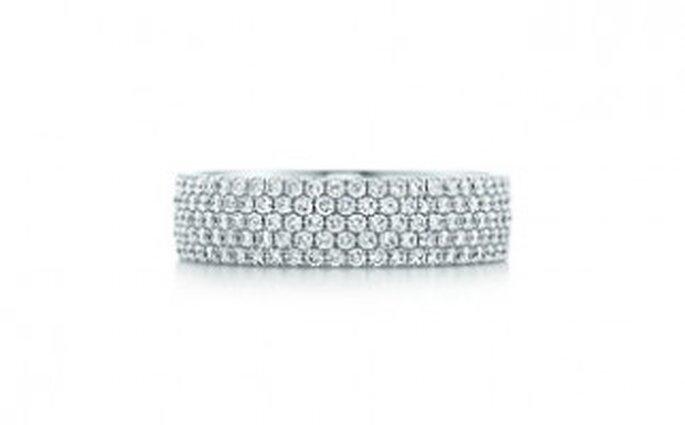 Anillo con cinco filas de oro blanco de 18K con diamantes brillantes redondos
