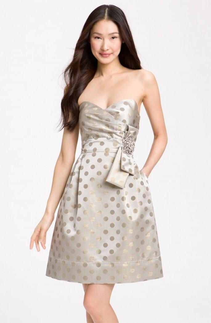 Vestido corto y elegante con polka dots en color gris - Foto Nordstrom