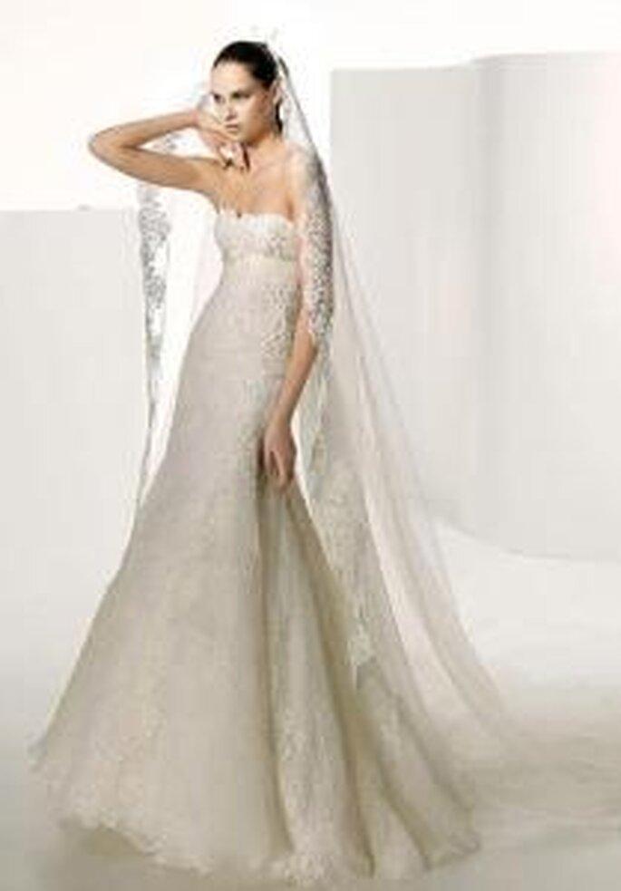 Manuel Mota 2009 - Salamanca, robe longue en dentelle, de coupe empire sans bretelles