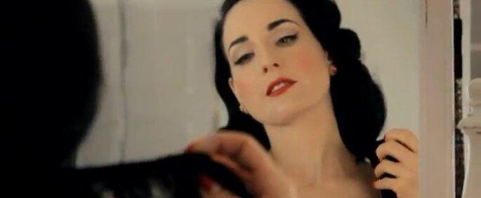 Dita Von Teese in uno scatto della campagna pubblicitaria della sua collezione di lingerie Von Follies. Foto Youtube