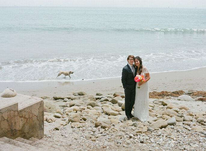 Una boda casual elegante en coral y naranja muy original. Foto: Esther Sun