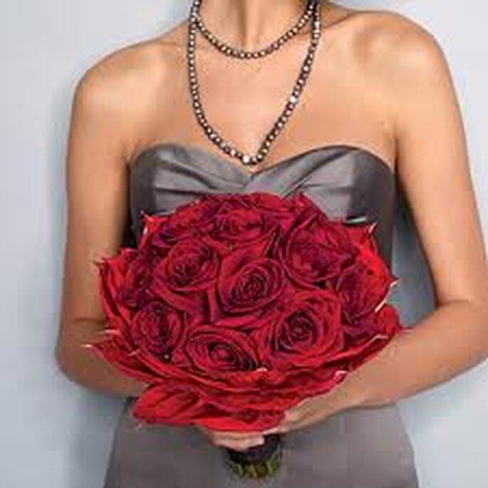 Um casamento natalício - um bouquet de rosas vermelhas