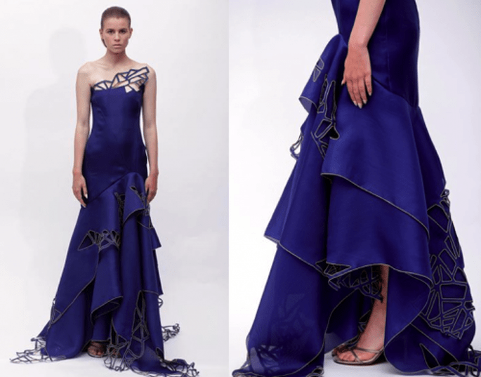 Vestido de fiesta largo en color azul marino con volumen en la falda y cortes en patrones geométricos - Foto Ángel Sánchez