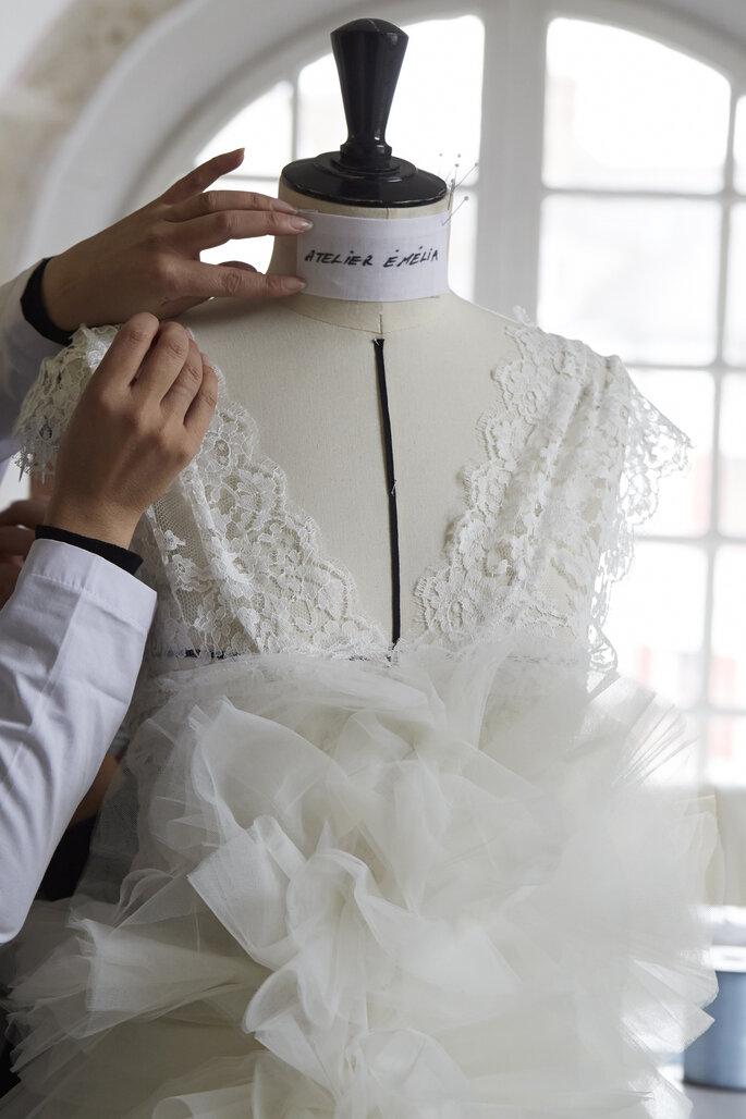 atelier emelia des robes de mari e qui marquent la renaissance des trois soeurs joubert. Black Bedroom Furniture Sets. Home Design Ideas