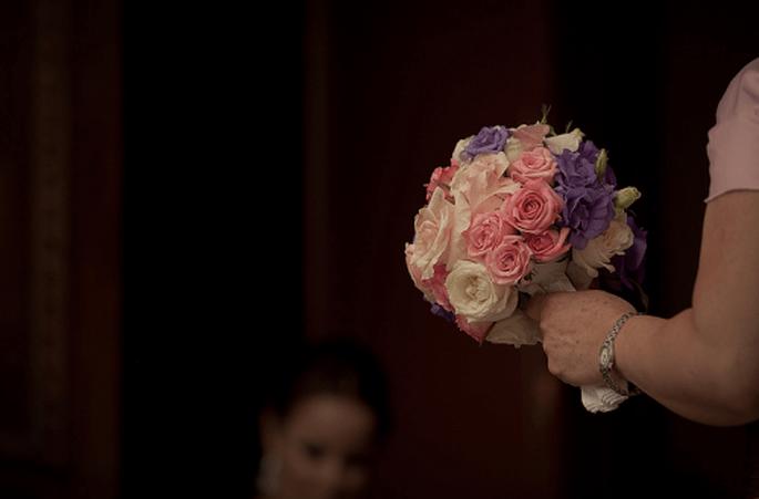 Ramos de novia en color morado. Fotografía álberto del Toro