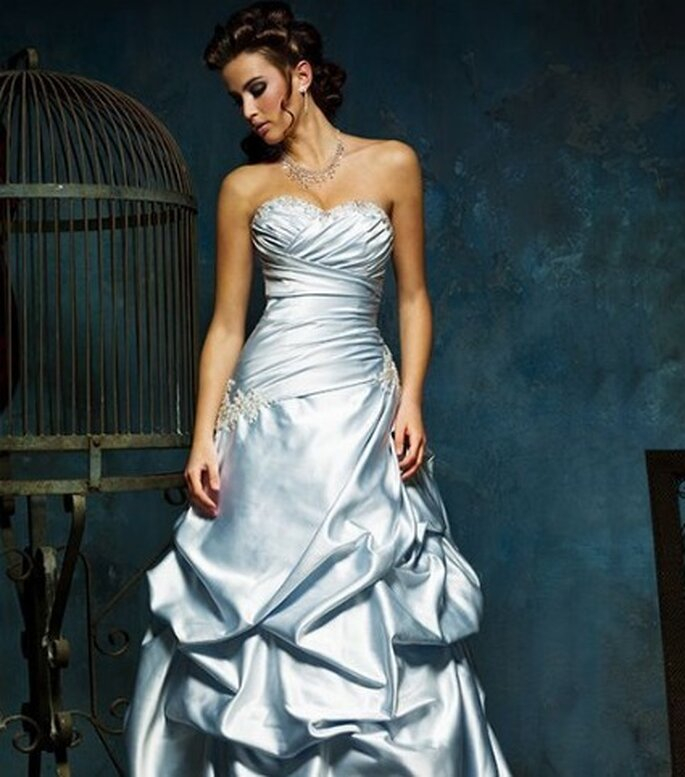 Vestido de novia de color azul - Mia Solano