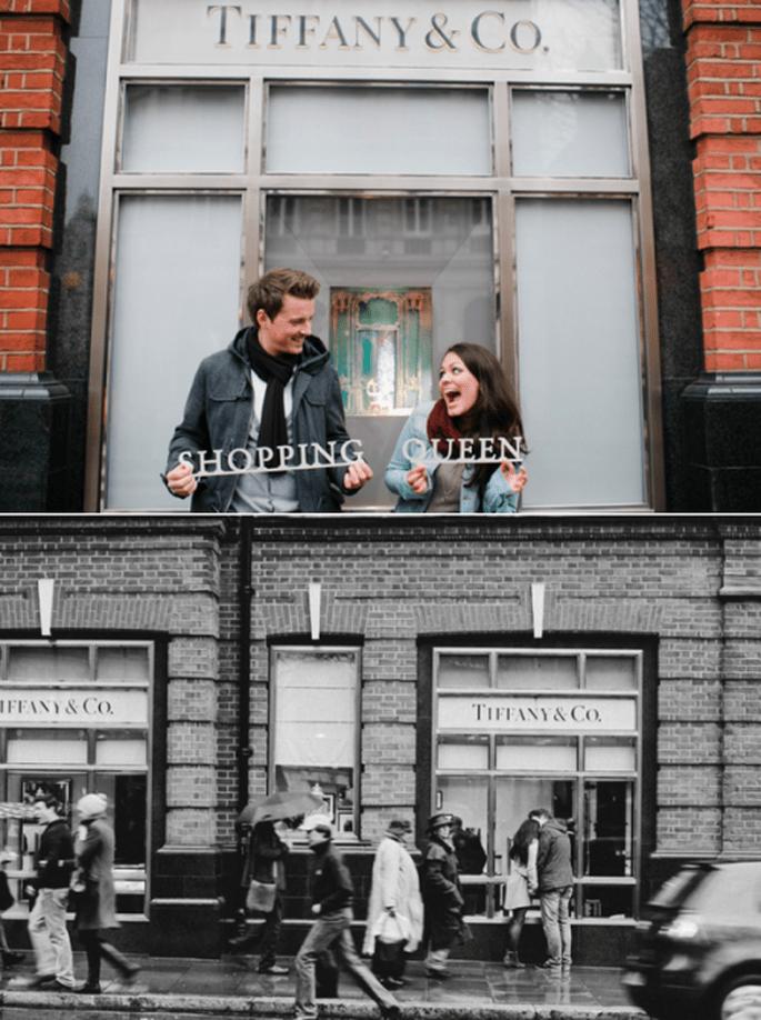 Verena y Matthias frente a la tienda Tiffany durante su e-session - Foto Nadia Meli