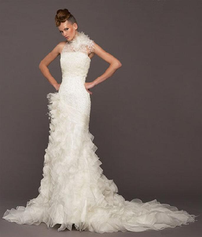 Robe de mariée à plumes Model Noivas