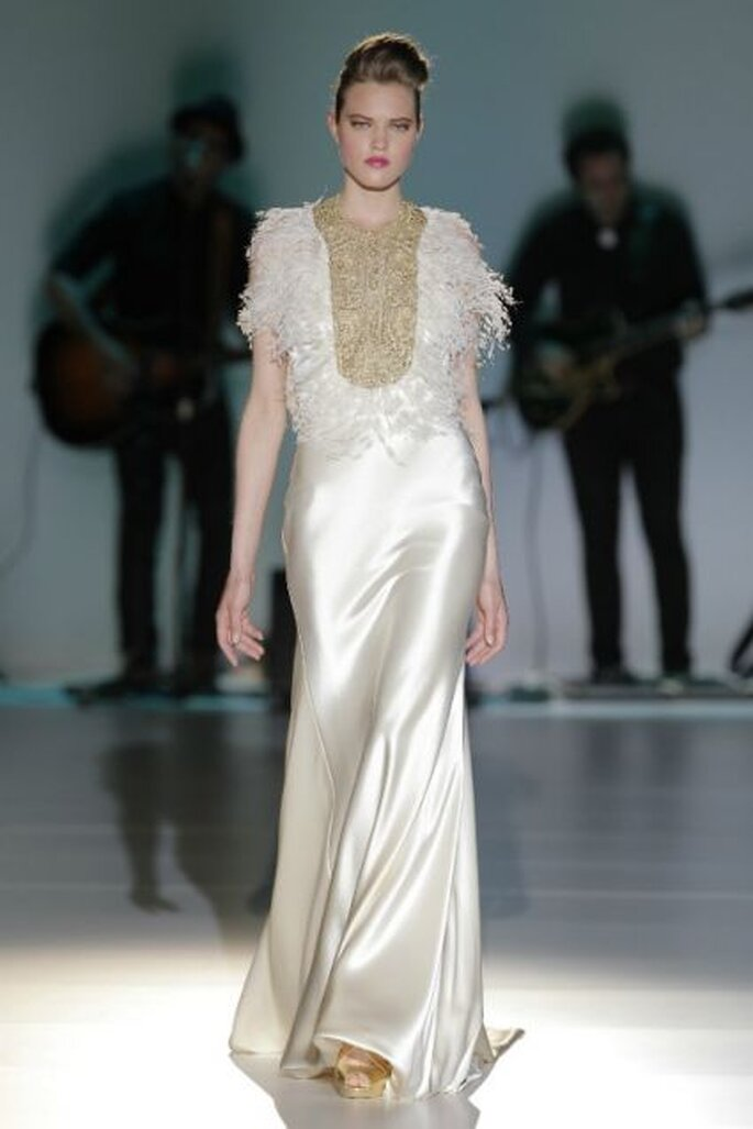 Robe de mariée Isabel Zapardiez - Collection 2014. Photo: Barcelona Bridal Week