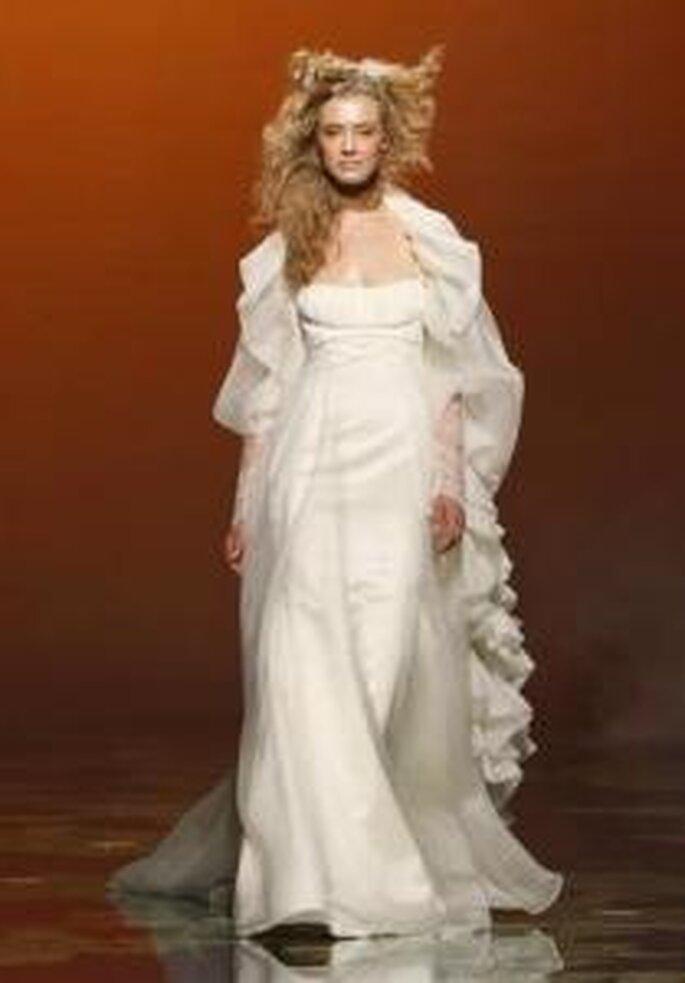 Victorio & Lucchino 2010 - Vestido largo en gasas, de corte imperio, falda amplia