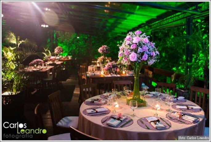 Decoración de boda en morado y rosa. Fotografía Carlos Leandro
