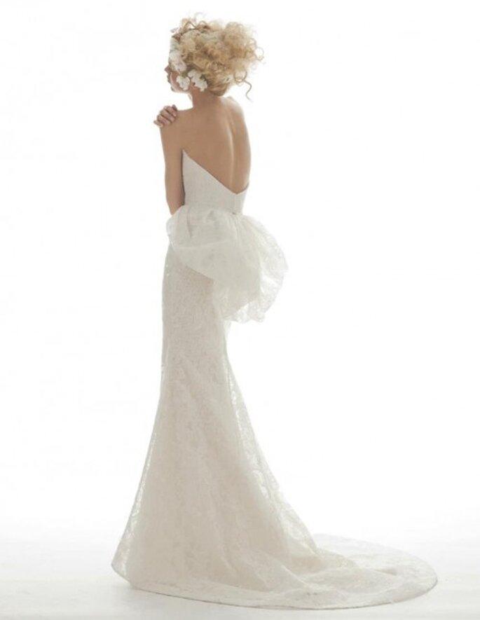 Vestido de novia largo con espalda descubierta y corte peplum - Foto Elizabeth Fillmore