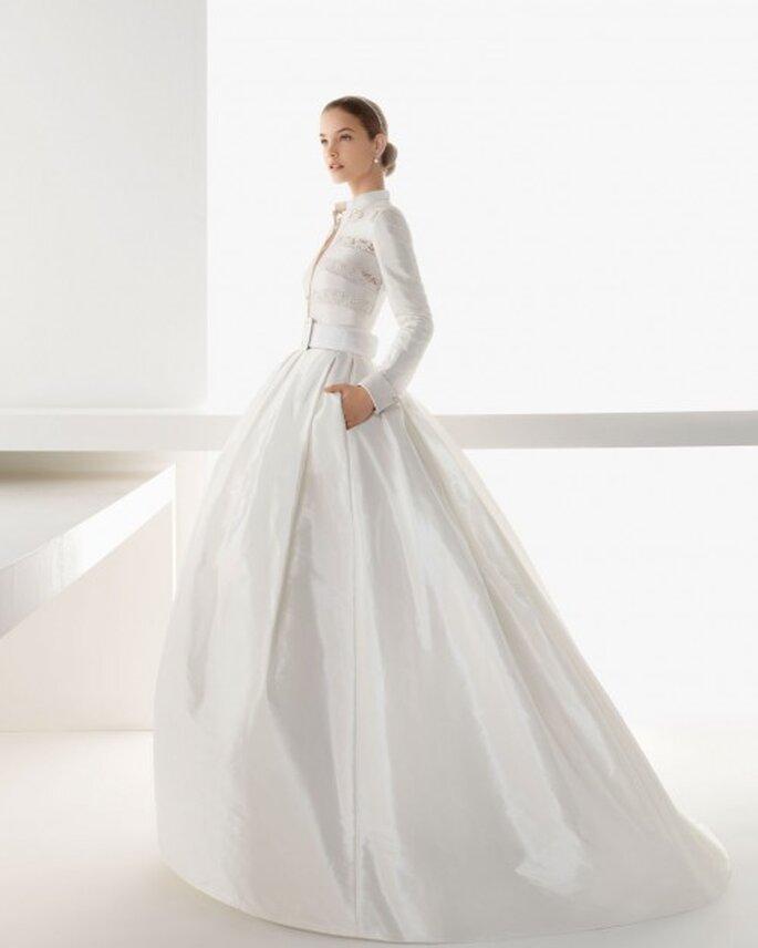 Vestido de novia con bolsas y mangas largas - Foto Rosa Clará