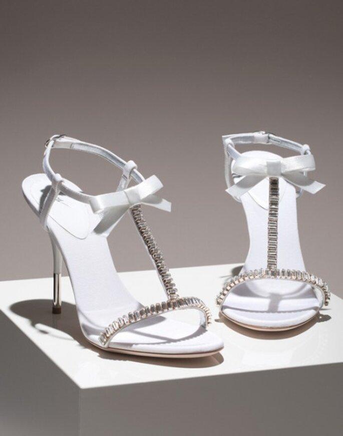 Zapatos de novia estilo sandalia con brillantes - Foto Giuseppe Zanotti
