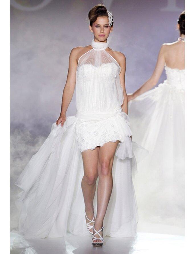 Für Bräute mit schönen Beinen: kurzes Brautkleid von Novia d'Art, Kollektion 2012.