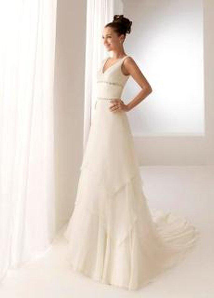 Aire Collection 2010 - Brigitte, vestido largo en seda plisada, de talle alto, escote en V