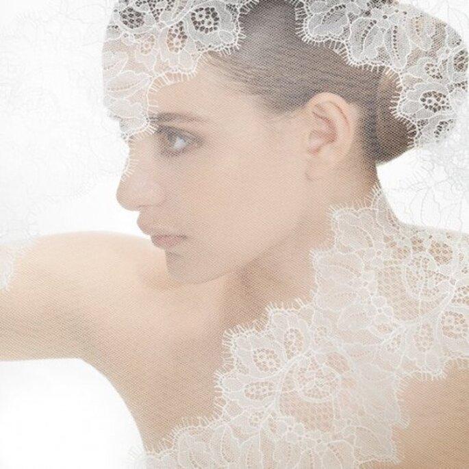 Velo de novia 2013 con bordados elegantes - Foto Jesús Peiró