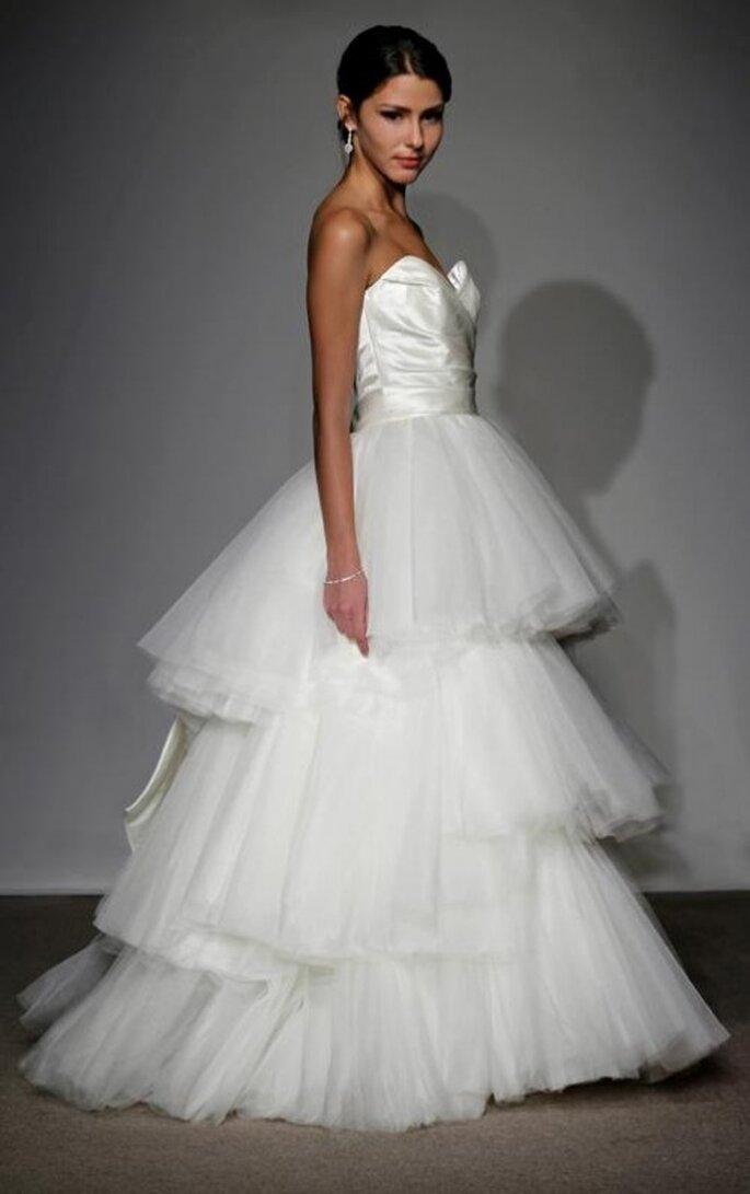 Vestido de novia con falda en varias capas - Foto Anna Maier Ulla-Maija 2013