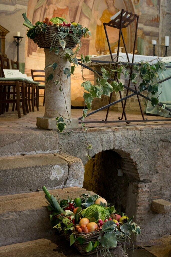 Un particolare dell'allestimento in chiesa. Foto courtesy: gli sposi