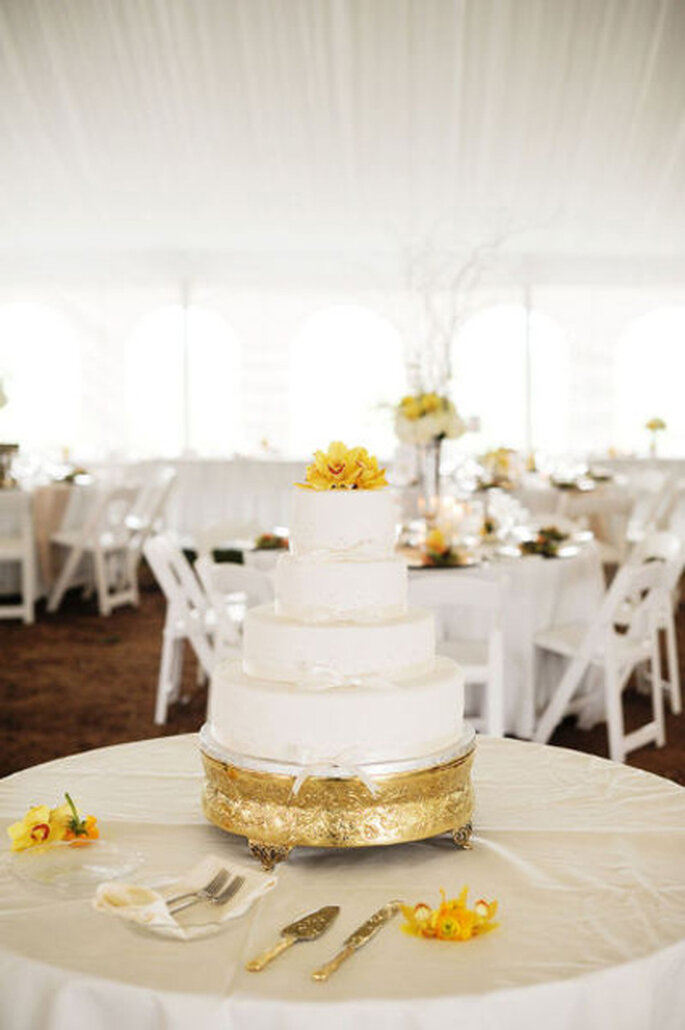 Inspiración en oro para boda. Foto de Krakora Studios.