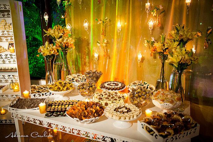 Decoración con motivos florales en amarillo y chocolate.Foto: Adriana Carolina