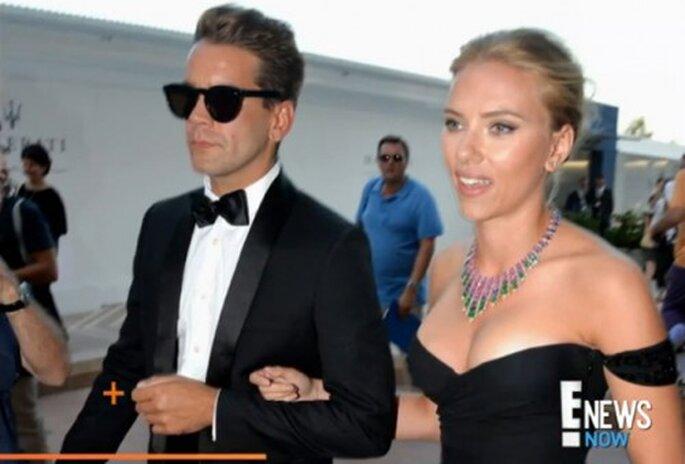 Scarlett Johansson se compromete con Romain Dauriac - Foto ENews YouTube
