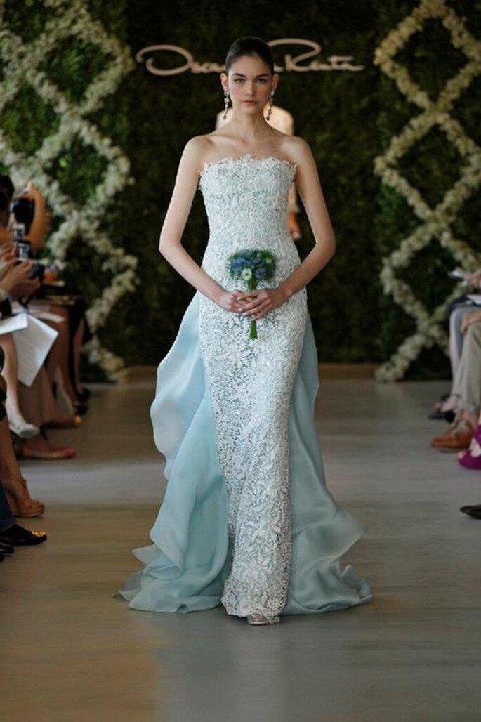 Robe de mariée avec de la dentelle bleue - Photo Oscar de la Renta 2013
