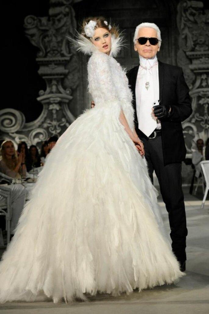 En invierno las mangas largas son una excelente opción para tu vestido de novia - Foto Chanel