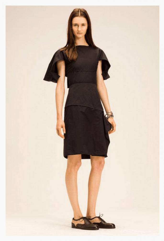 Vestido corto en color negro con mangas irregulares - Foto Bottega Veneta