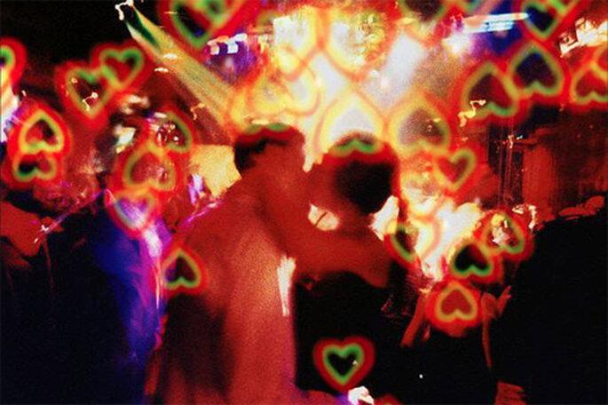Llena tu boda de magia con la lluvia de corazones de Gafas Rosas