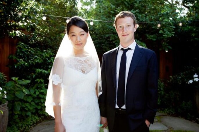 Foto de la boda de Marc Zuckerberg y Priscilla Chan colgada en el perfil de Facebook de ambos ayer para anunciar su boda.
