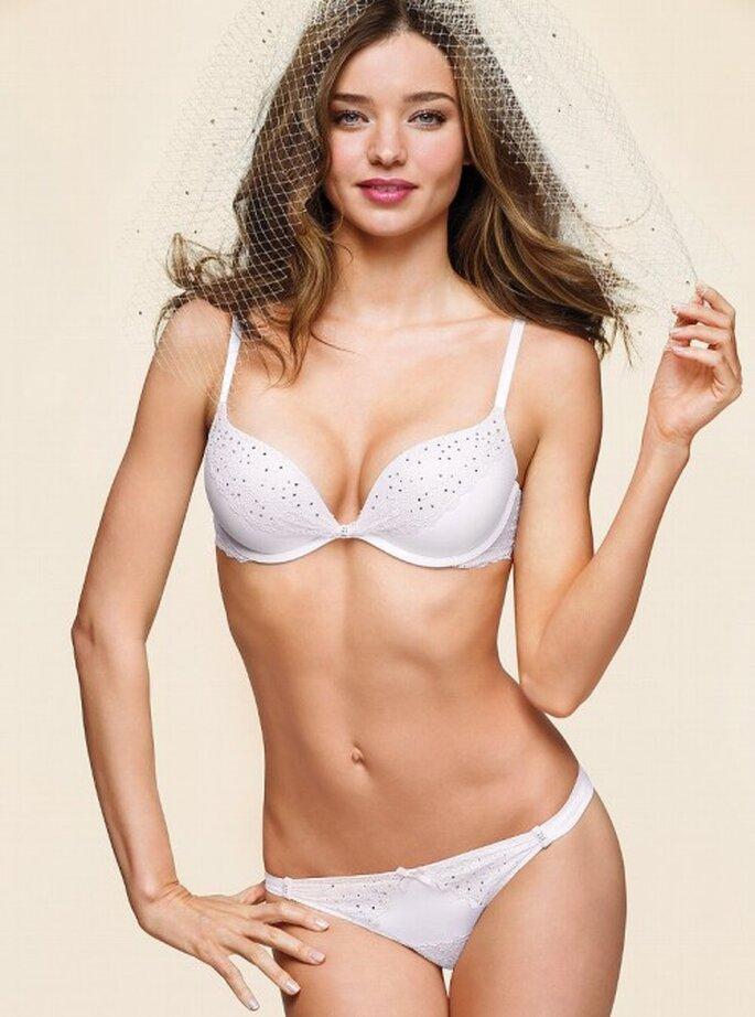 Lencería sensual en color blanco para novias - Foto Victoria's Secret 2013