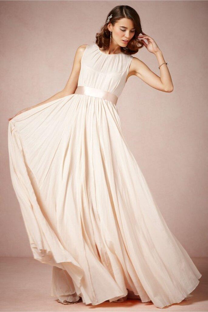 Vestido de novia 2014 en color perla sin mangas y con falda amplia - Foto BHLDN