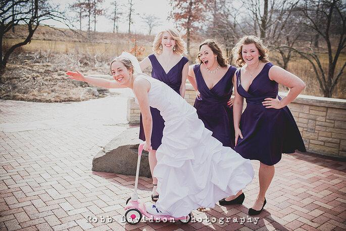 Los tenis también son una opción divertida para las fotos de la boda. Foto: