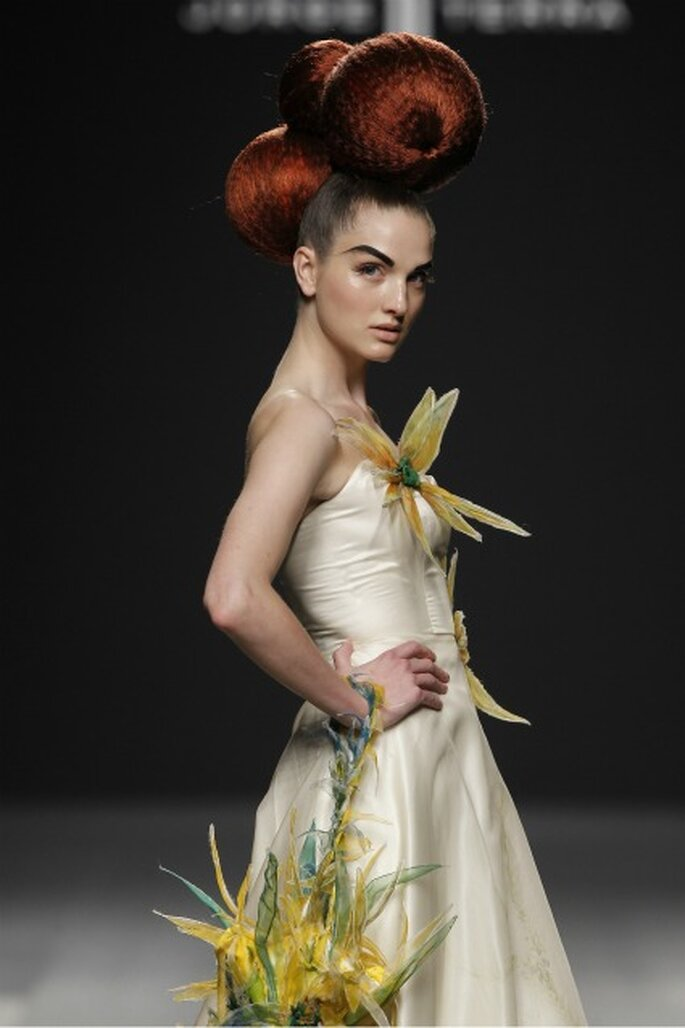 Formas renovadas en los vestidos de novia Jorge Terra 2012 - Ugo Camera / Ifema