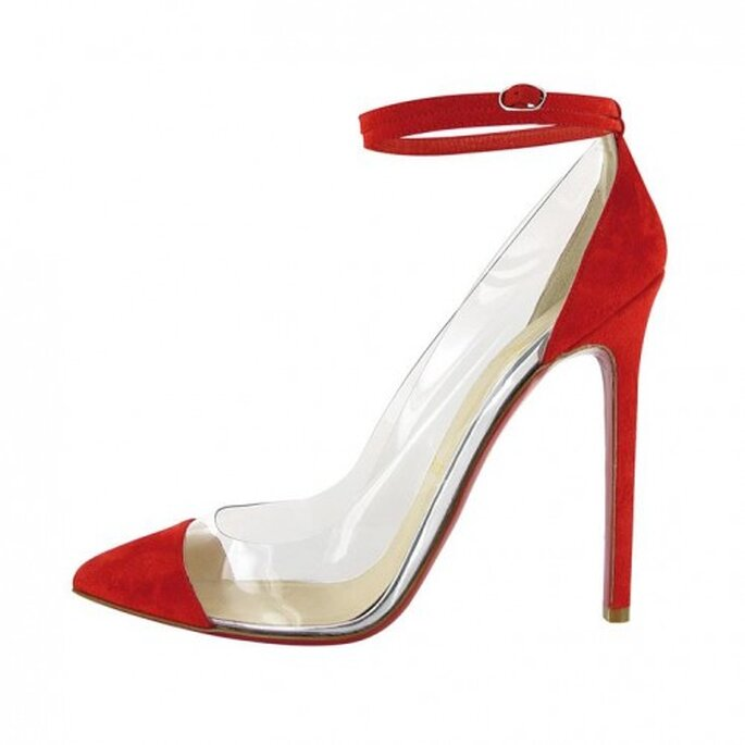 Zapatos de tacón alto con punta y cinta en color rojo para tu mesa de regalos en San Valentín - Foto Christian Louboutin