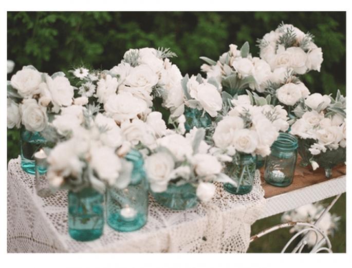 Centres de tables avec des fleurs blanches pour les mariages - Photo Daniel Fletcher