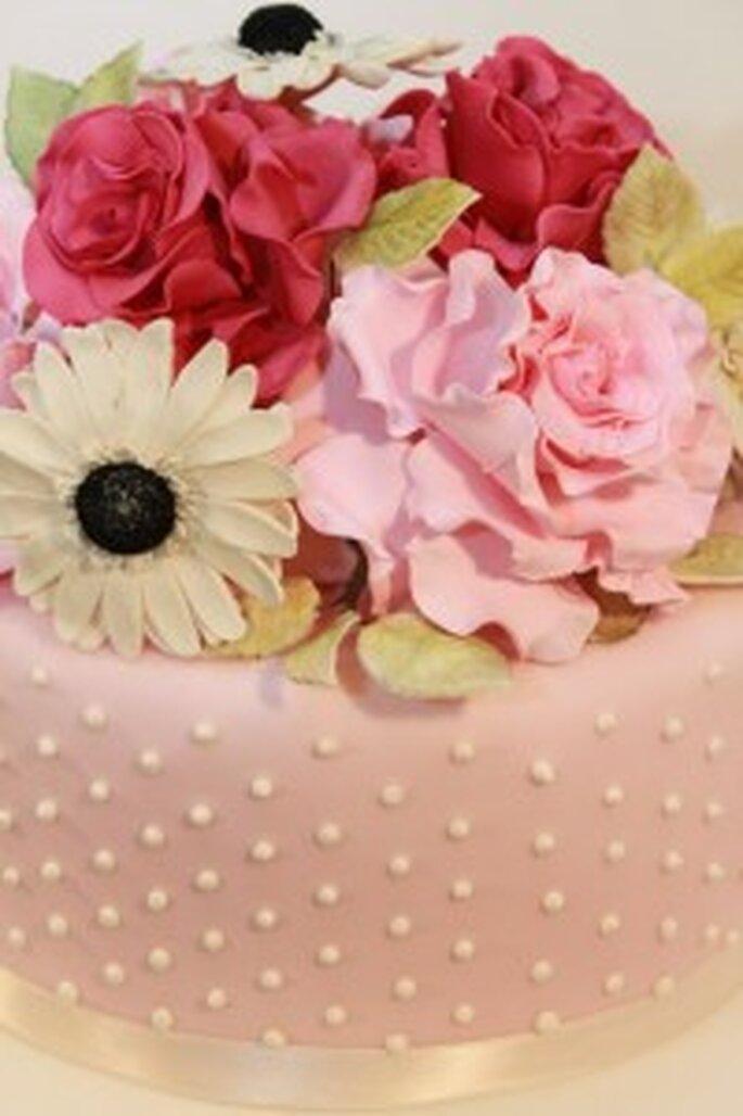 Hochzeitstorten Vintage Top mit Rosen und Gerbera