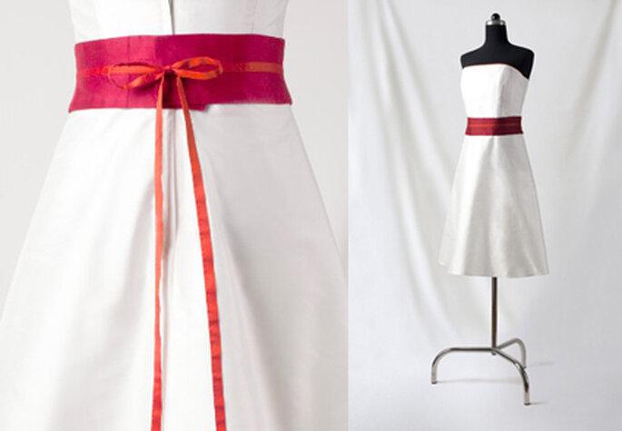 4 Knielanges Seidenkleid mit farbigem Band von Noni Mode.