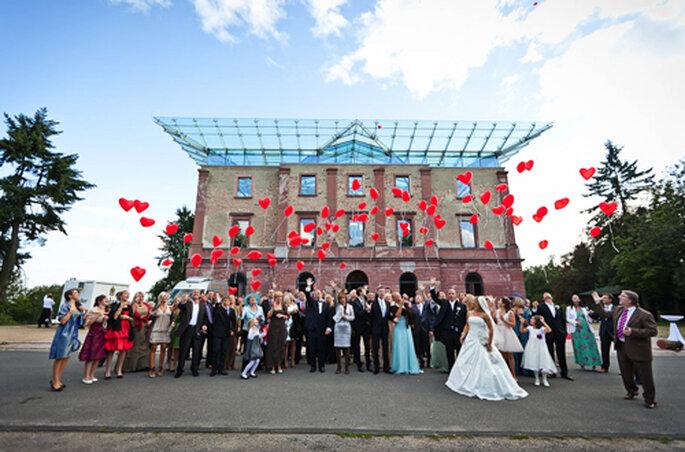 Gruppenbild mit Hochzeitsballons. - Foto: Benni Wolf.